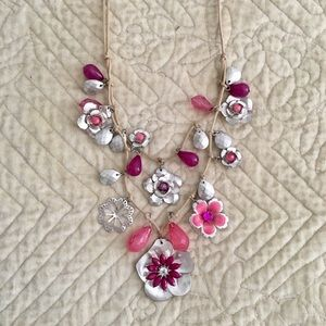 NWT Detailed Silver Necklace